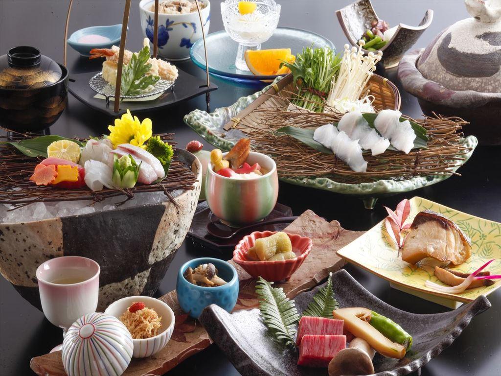 季節の素材を取り入れた会席料理をお楽しみ下さい。(画像は9月〜11月のイメージです)