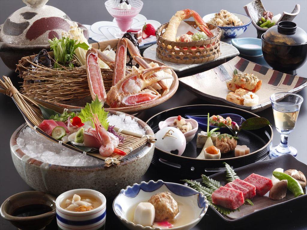 季節の素材をちりばめた季節のお会席料理をお楽しみください。(画像は12月〜2月のイメージです)