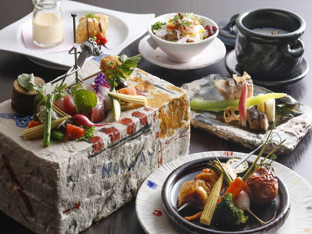 播州百日鶏をメインに地元野菜を散りばめたコース料理をお楽しみ頂きます。
