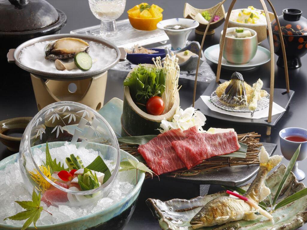 地元ブランドの姫路和牛を中心とし季節の食材を取り入れた会席をお楽しみ頂きます(2020年夏お献立イメージ)