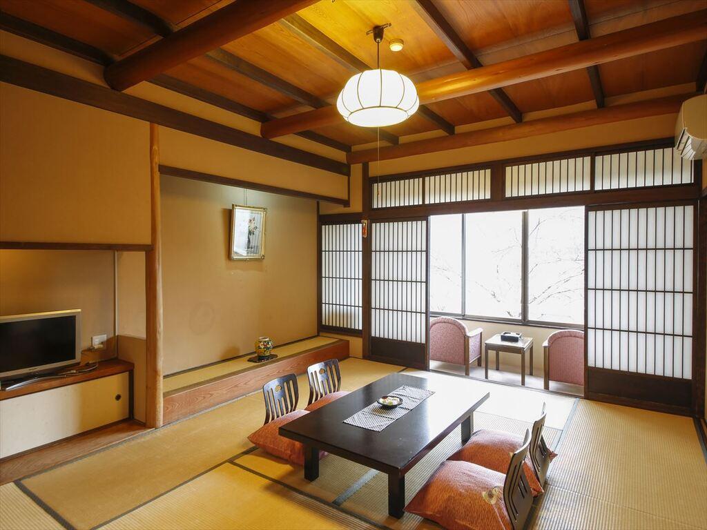 風情ある民芸調客室 里の館10畳和室