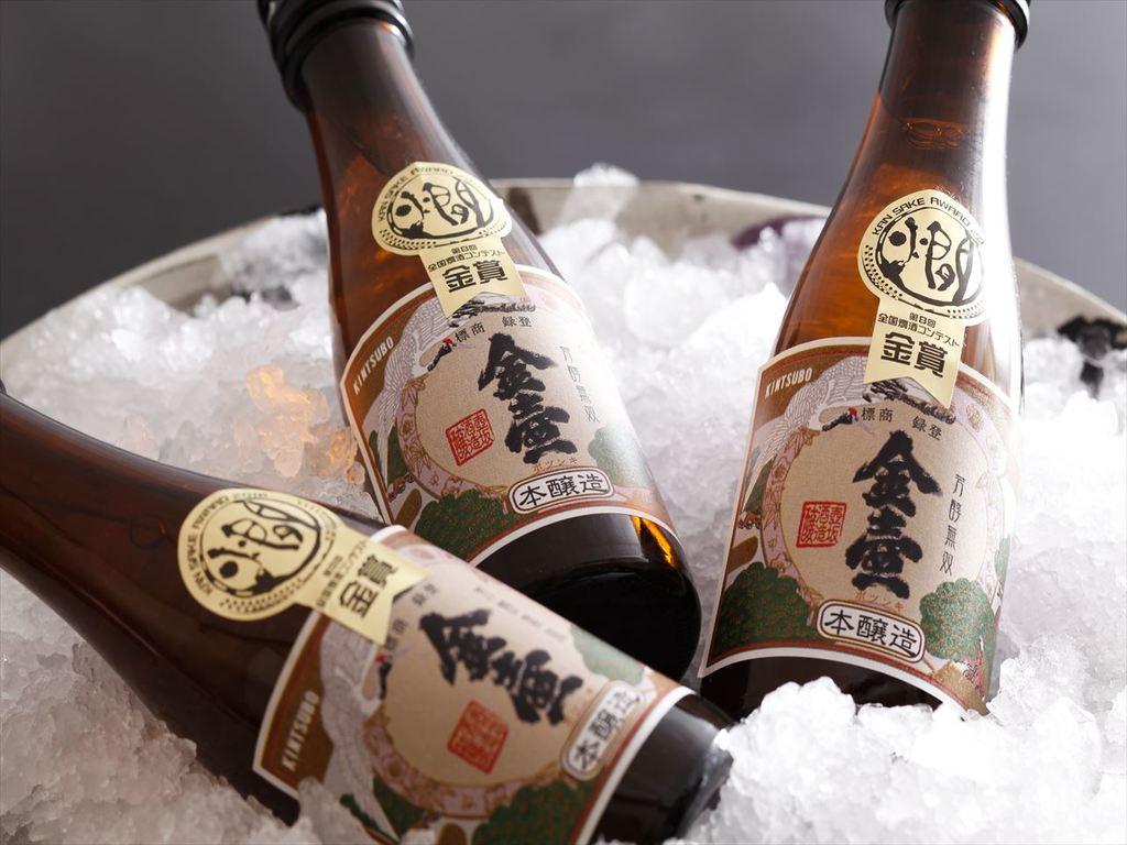 壺坂酒造の「金壺」は江戸時代からの伝統が今も生き続ける、やや甘口のキレの良いお酒です。