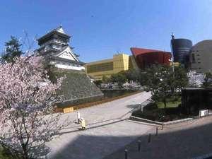小倉城とリバーウォーク北九州♪春にはたくさんの桜が周囲を彩ります♪  ホテルからはお散歩25分コース♪