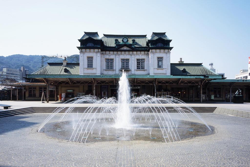 ちょっと足を伸ばして門司港へ!こちらの駅舎は国の重要文化財に指定されています。平成30年3月まで改修工事中。