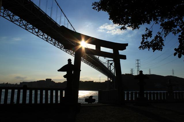 和布刈(めかり)神社は九州最北端の神社です。後ろに見えるのは関門橋。ホテルからは車で25分のドライブコース♪