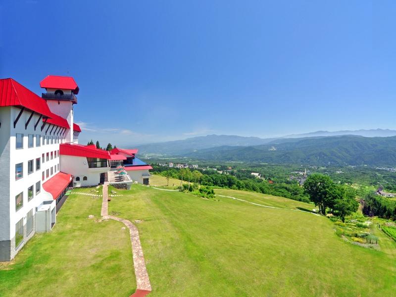 ホテルからは、標高1000mからのさえぎるもの一つない圧倒的な眺望が広がる。