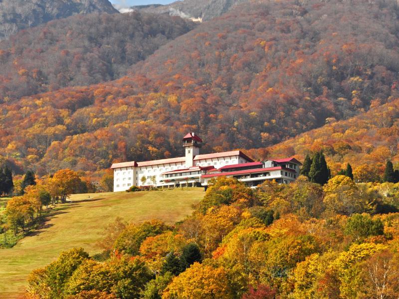 妙高山とホテル(紅葉)
