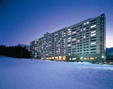 【ホテル外観(スキー・夜)】