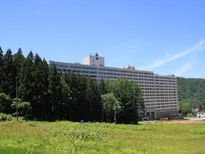 【ホテル外観(春)】