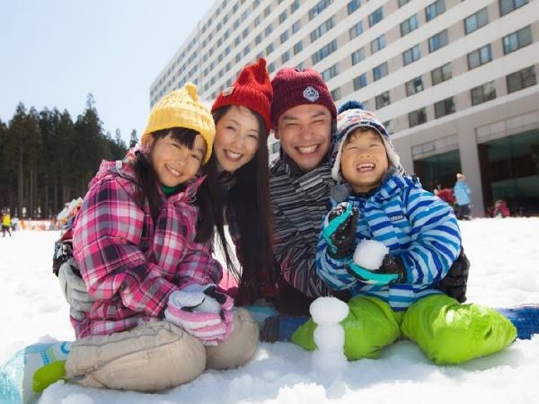 【ホテル前ゲレンデゆきゆきランドで雪遊び】