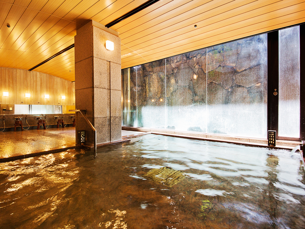 滾々と湧き出る源泉を地下にひいています。宮島で2軒あるうちの1つ。宮島潮湯温泉に浸かってのんびりカラダをお休め下さい。