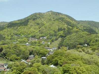 新緑の明星ケ岳