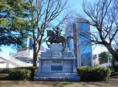 物見塚公園(伊東祐親銅像)
