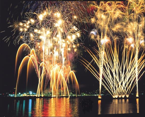 一晩で10000発の花火がっ!