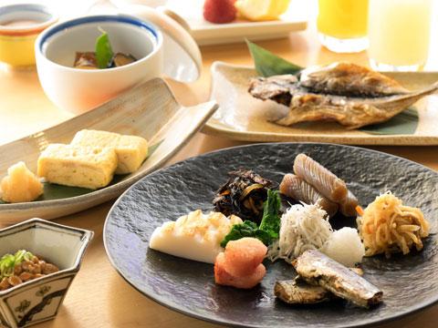 朝食はレストランにて和食ブッフェです