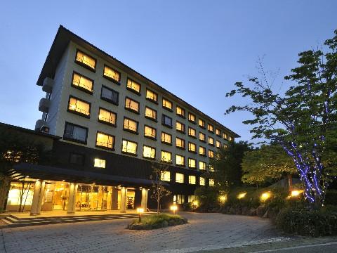 ホテル外(夜)