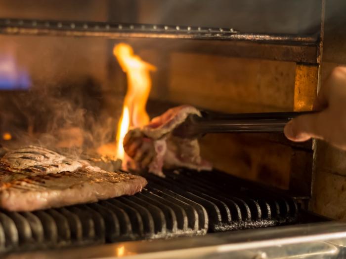 グリルで焼き上げたお肉はふっくら