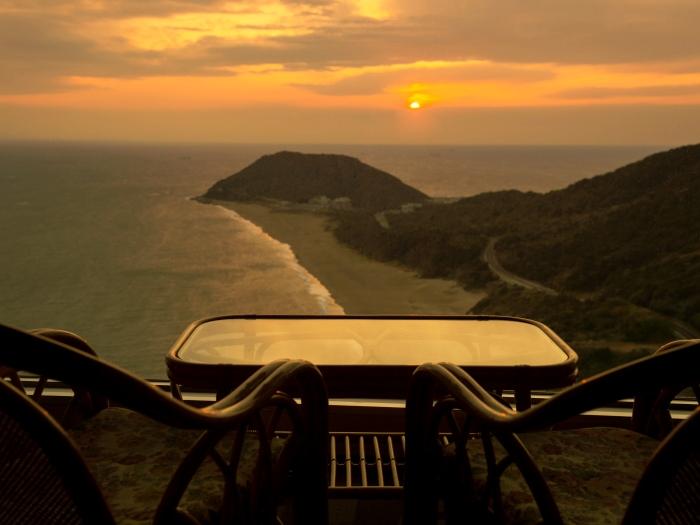 客室から見る夕日側の景色