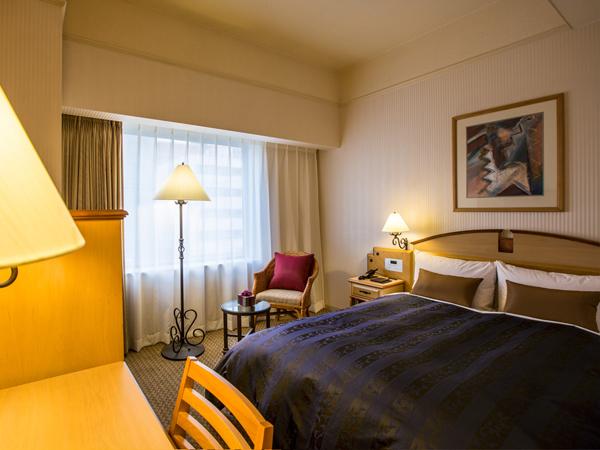 【セミダブル】140cmのベッド幅と、18平米のお部屋でごゆっくりお過ごしください♪