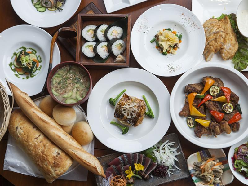 滞在中1回ご利用できる夕食券付! 2店舗よりお好みのレストランをお選びください。