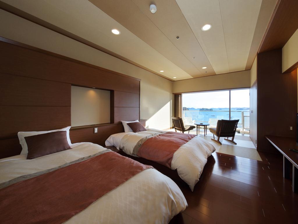 芭蕉亭特別室「もみじ」(洋室)で松島湾の景観を