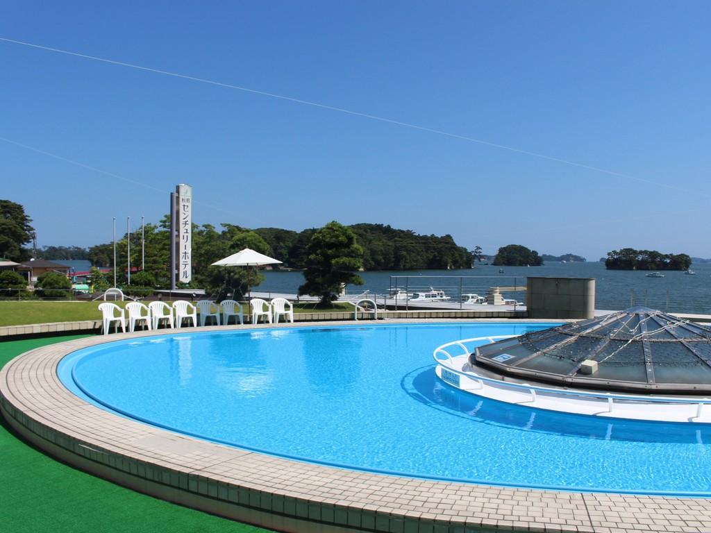 夏の松島リゾート 海を眺めながらプールも利用できます