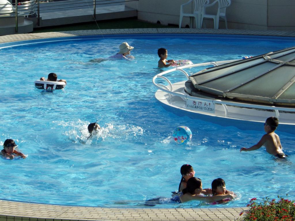 夏はプールでご家族一緒に