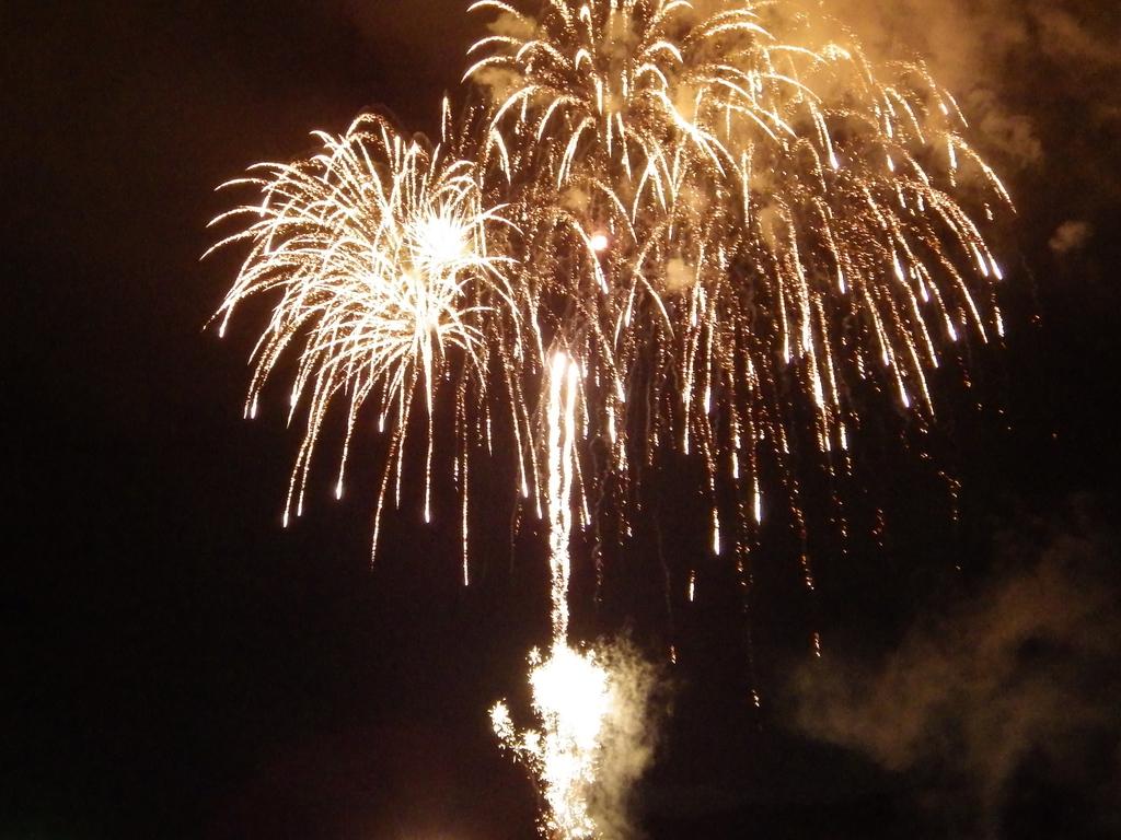 8月15・16日は供養花火も打ち上げられます(2015年撮影)