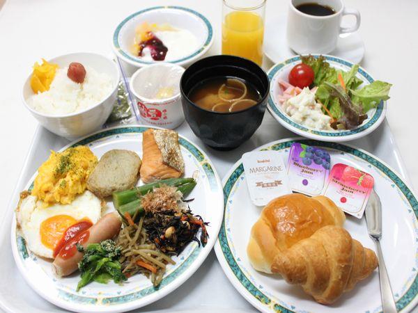 朝食は和洋食バイキングです♪