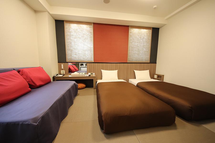 お部屋はホテルへお任せとなります。
