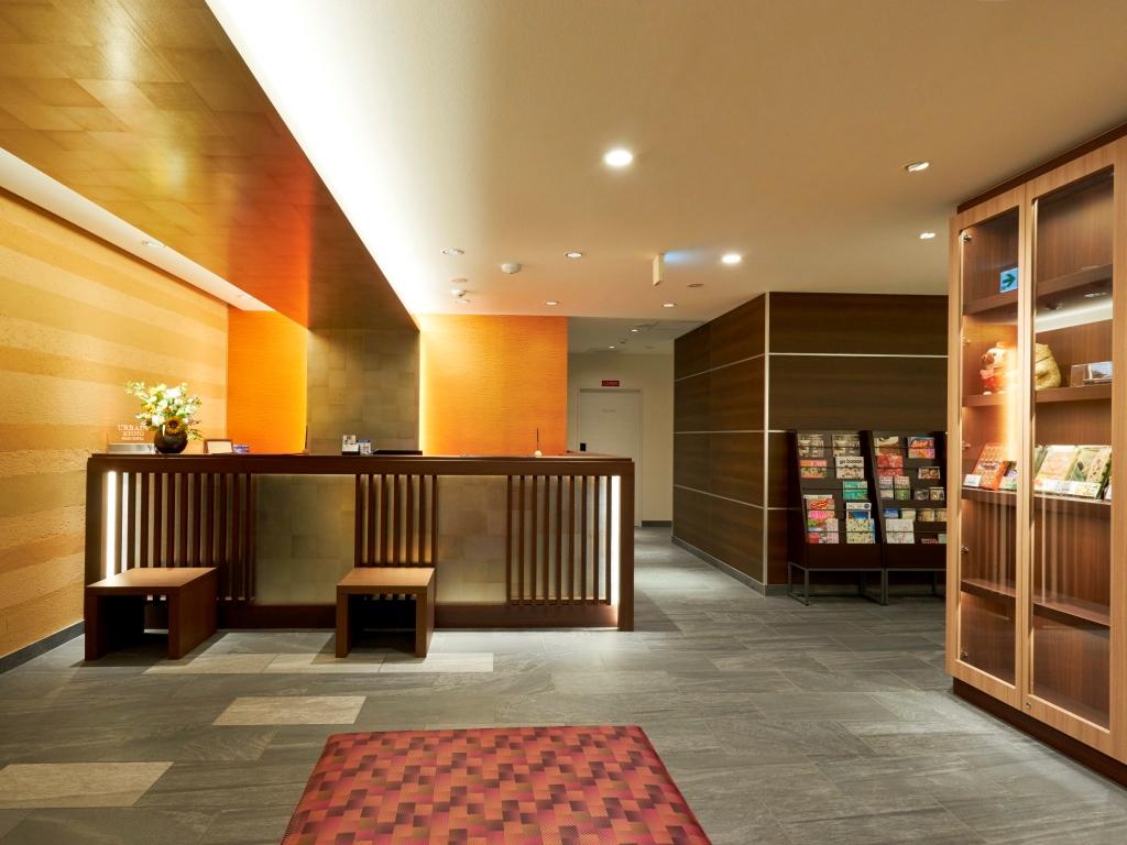 フロントデスク 観光情報や近隣のおすすめスポットなどのパンフレットも充実しております。