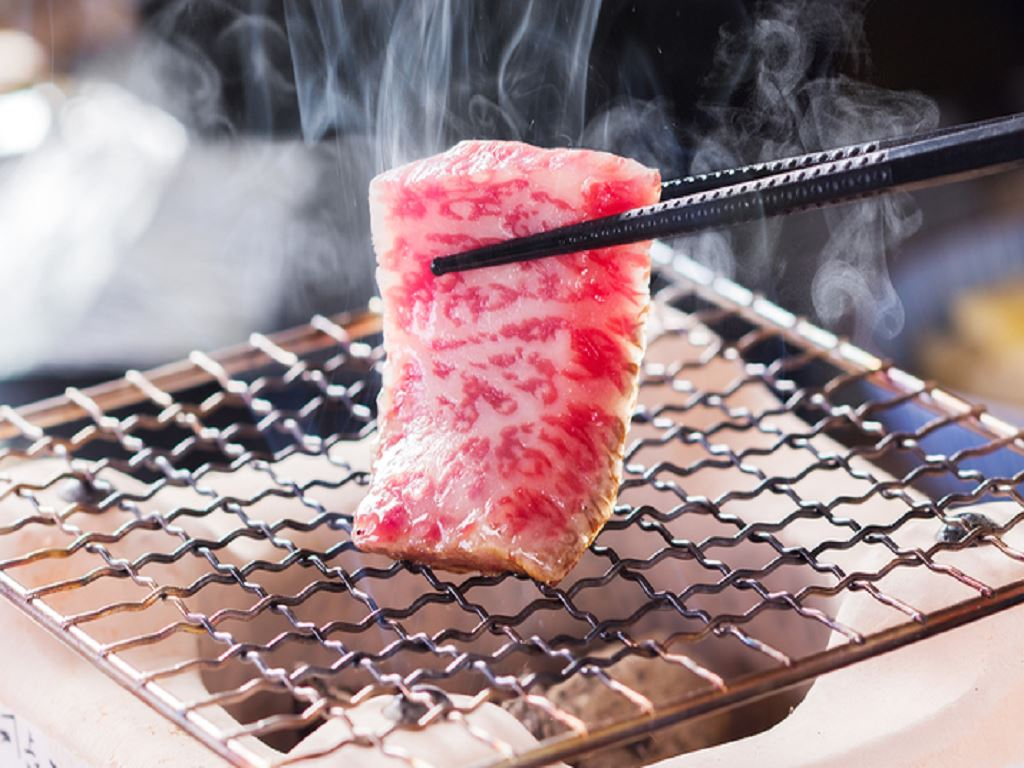 厳選素材〜信州プレミアムビーフ〜炭火で焼いてお召し上がりください