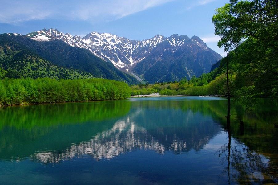大正池から望む穂高連峰