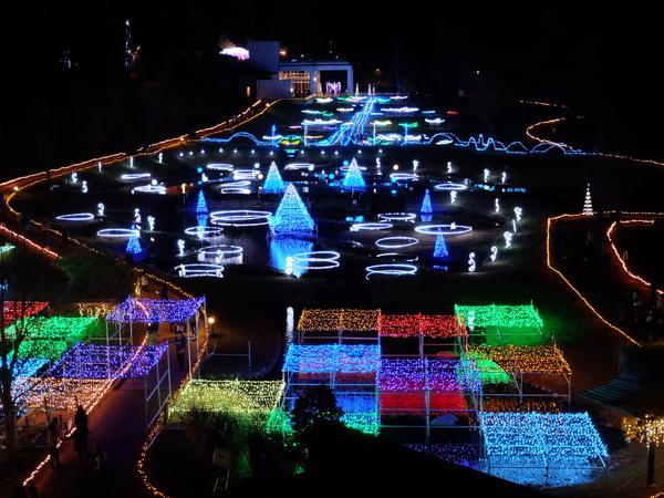 約40万球の色とりどりの光が園内を彩ります♪