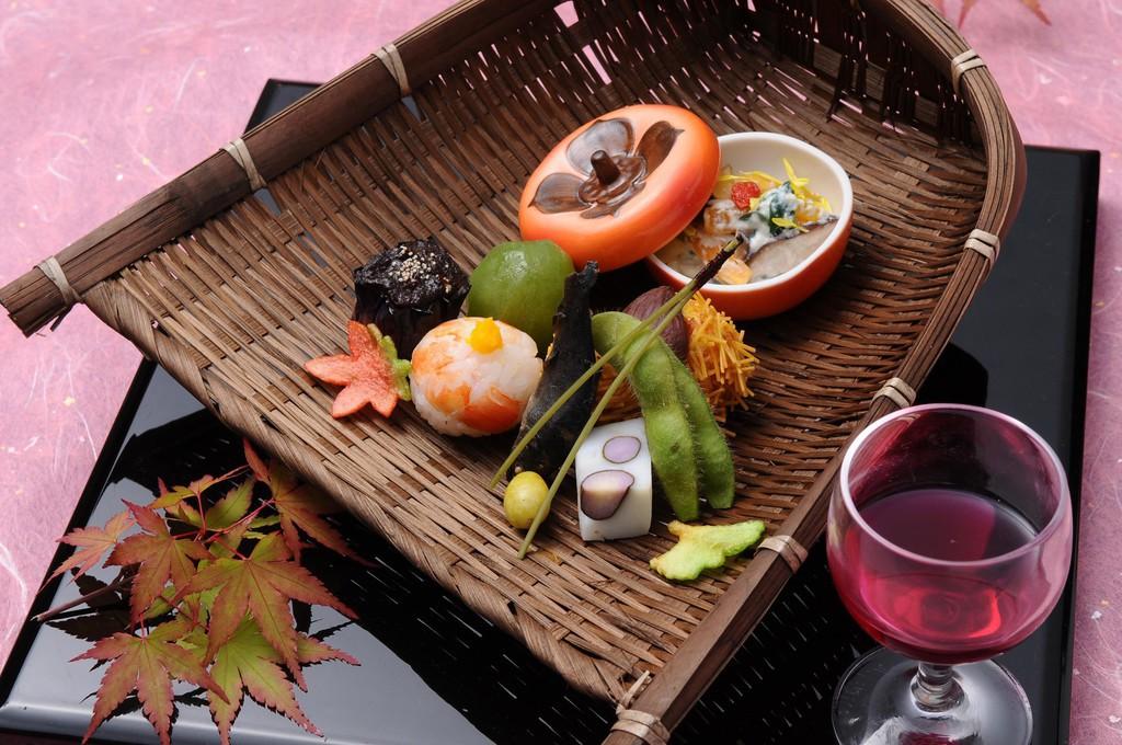 秋の旬食材を心ゆくまでお愉しみくださいませ。