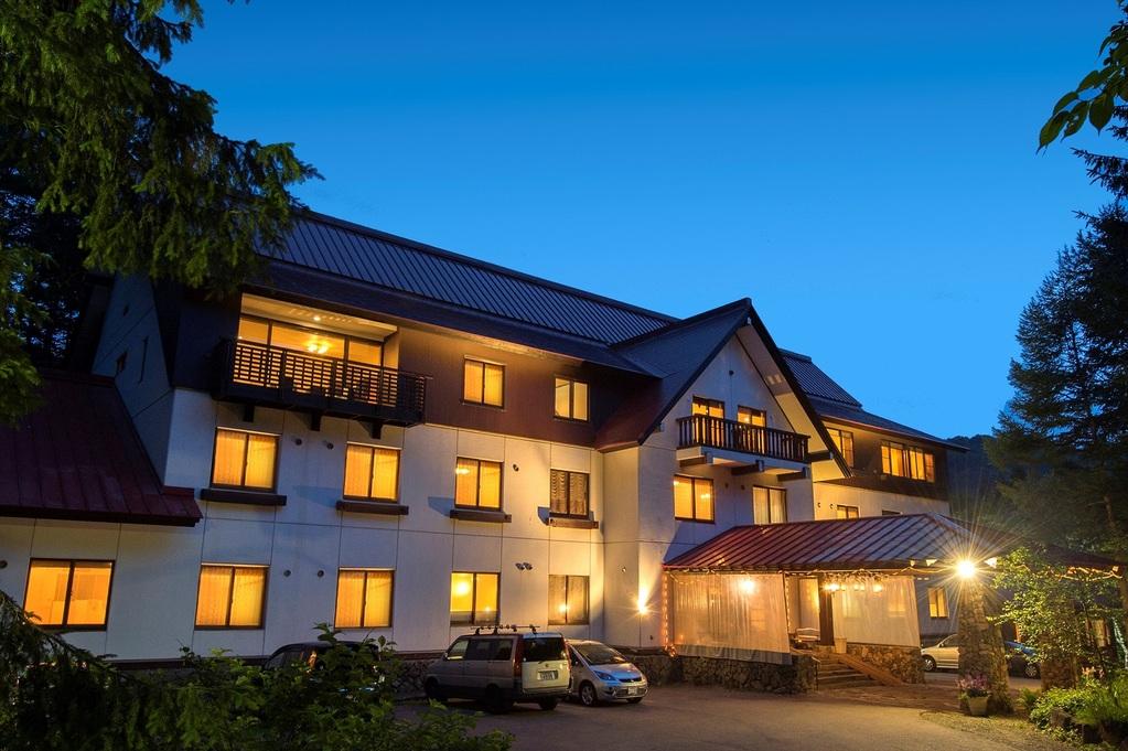 ホテル玄関夕景