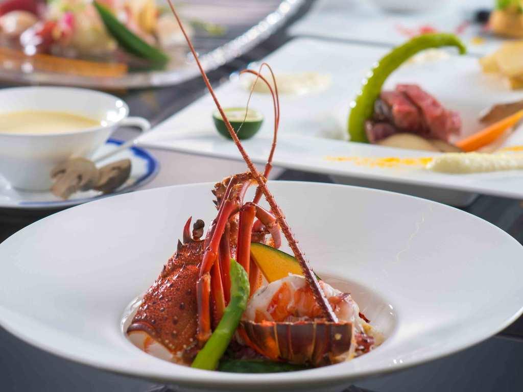当ホテルが誇るフレンチシェフが心と業を込めて調理した高級食材を味わいながら
