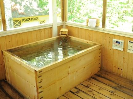 テラスに露天風呂がついているので、お好きなタイミングでご入浴頂けます!