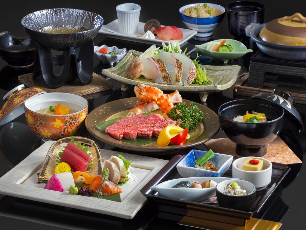 和食【赤岳会席】一例。料理長特選国産牛フィレ肉と季節の食材を使用した和会席