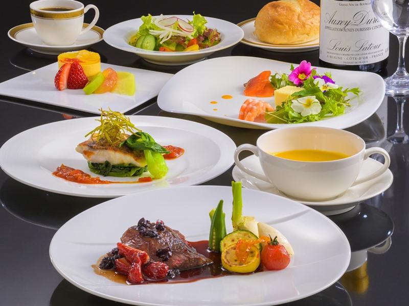 彩り鮮やかな本格洋食コース「ラセゾン」