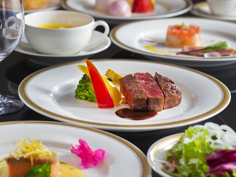 【ラセゾン】一例。地元の食材を使用した彩り豊かなスタンダードコース