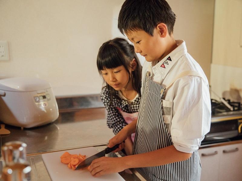 【キッチン付コテージ一例】今日はママの代わりに料理を作るぞ!