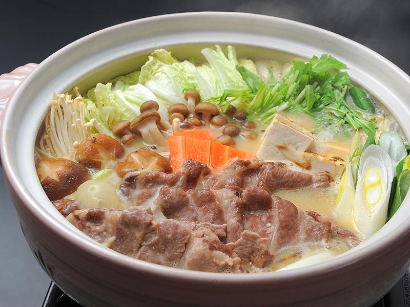 信州豚味噌鍋♪(もちもち豚肉と信州味噌の特製ダシでお召し上がりいただくオリジナル鍋です)