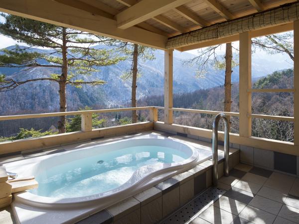温泉露天風呂でプライベート温泉を満喫♪
