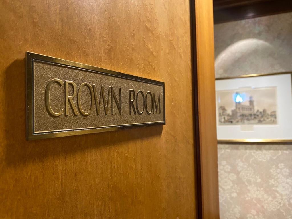 クラウンルーム 入口