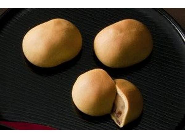 サロン・ド・テ 西洋菓子倶楽部高乃倉 名物の饅頭「番傘」(イメージ)