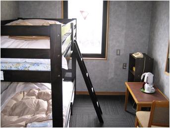 アウトバス洋室二段ベット※室内に浴室・洗面・トイレはございません。 ご就寝は二段ベットです。