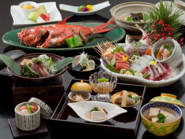 和食イメージ(写真の金目鯛煮付と刺身盛合せは2名様盛り込みです)