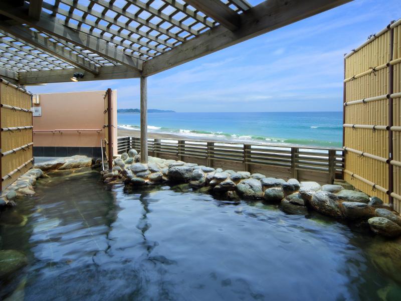 【貸切露天風呂】 海と空と共に温泉をお楽しみいただけます