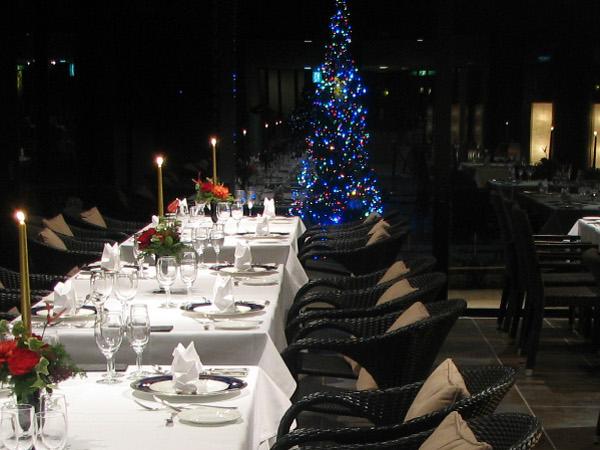 クリスマスシーズンのGUNJOレストラン